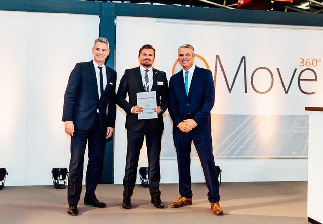 Markus Trampusch (Mitte), Kundenteamleiter bei Brose, nahm den MATERIALICA  Award von Veranstalter Robert Metzger (links) und ...