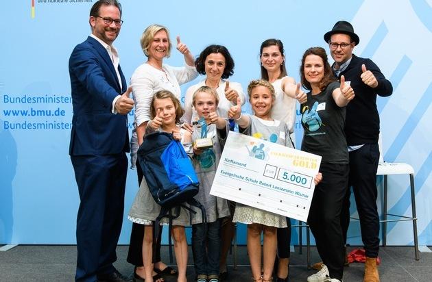 Energiesparmeister-Wettbewerb: Grundschule aus Mecklenburg-Vorpommern holt mit Klimaschutzprojekt Gold / Auszeichnung für Energiesparmeister im Bundesumweltministerium