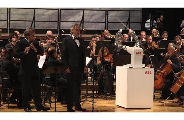 ABB-Roboter YuMi dirigierte Konzert mit Andrea Bocelli in Pisa / Einzigartiger Auftritt zeigte, was passiert, wenn innovative Roboter und Kunst aufeinandertreffen