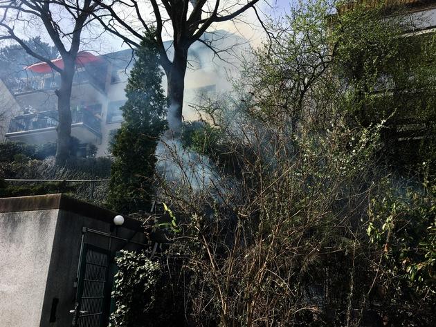 Ein Abhang brannte an der Berliner Straße
