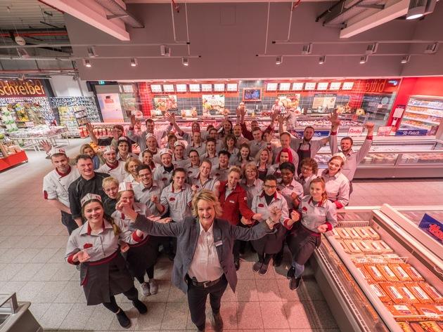 """Das famila-Warenhaus in Kiel-Wik wurde als bester Supermarkt Deutschlands ausgezeichnet. Weiterer Text über ots und www.presseportal.de/nr/32422 / Die Verwendung dieses Bildes ist für redaktionelle Zwecke honorarfrei. Veröffentlichung bitte unter Quellenangabe: """"obs/famila-Handelsmarkt Kiel GmbH & Co.KG/Lebensmittel Praxis"""""""