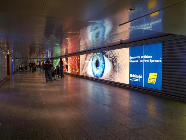 """Lightcorridor (Bild 2) auf der Ebene 0 am Flughafen Frankfurt / Die Verwendung dieses Bildes ist für redaktionelle Zwecke honorarfrei. Abdruck bitte unter Quellenangabe: """"obs/Landesbank Hessen-Thüringen"""" Weiterer Text über ots und unter www.presseportal.de."""