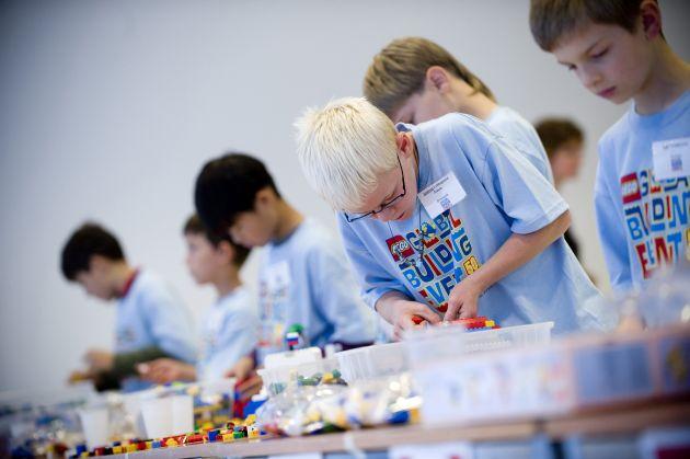 Internationaler LEGO Bauwettbewerb: Kinder aus 35 Nationen bauen eine Welt aus LEGO Steinen