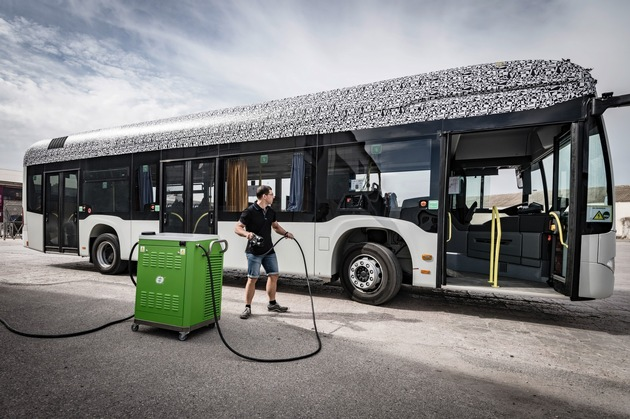 EvoBus chooses lithium-ion battery systems from Akasol for new electric bus (Press Release)