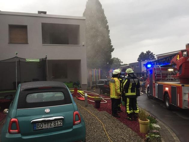Foto: Feuerwehr Bochum Frontalansicht in der Frühphase des Einsatzes