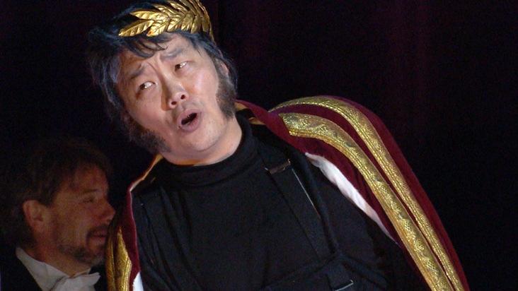 """SWR Fernsehen OPER FÜR ALLE, """"Rigoletto"""", am Samstag (11.06.16) um 20:15 Uhr. Rigoletto (Tito You). © SWR, honorarfrei - Verwendung gemäß der AGB im engen inhaltlichen, redaktionellen Zusammenhang mit genannter SWR-Sendung bei Nennung """"Bild: SWR"""" (S2). Presse / Fotoredaktion, Baden-Baden, Tel: 07221/929-26868, Fax: -929-22059, foto@swr.de Weiterer Text über ots und www.presseportal.de/nr/7169 / Die Verwendung dieses Bildes ist für redaktionelle Zwecke honorarfrei. Veröffentlichung bitte unter Quellenangabe: """"obs/SWR - Südwestrundfunk"""""""