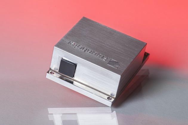 Miniaturisierter, breitbandig spektral abstimmbarer Quantenkaskadenlaser mit Emissionswellenlängen im mittleren Infrarot-Bereich und hoher Scanfrequenz bis zu 1 kHz. Foto: © Fraunhofer IAF