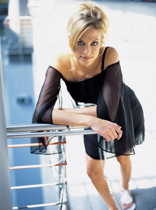 """""""Big Brother"""" - Kerstin will mit Alex verreisen / Keine Nacktfotos im """"Playboy"""" - Manuela kann Fankult """"nur schwer nachvollziehen"""""""