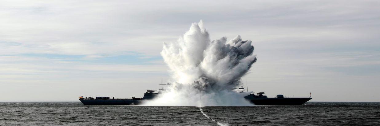 """Deutsche Marine - Bilder der Woche: Korvette wurde """"angesprengt"""""""