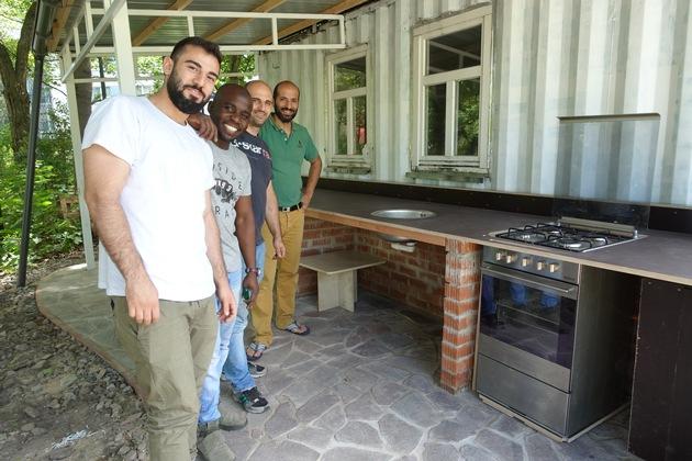 Die Küche des Gartencafés ist fertig. So öffnet sich der Garten für die Öffentlichkeit und Nachbarschaft. Fotocredit: ?Internationale Gärten Dresden e.V.?