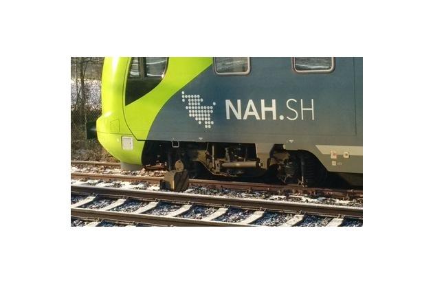 Entgleistes Drehgestell eines Regionalzuges im Bahnhof RD.  Foto Bundespolizei