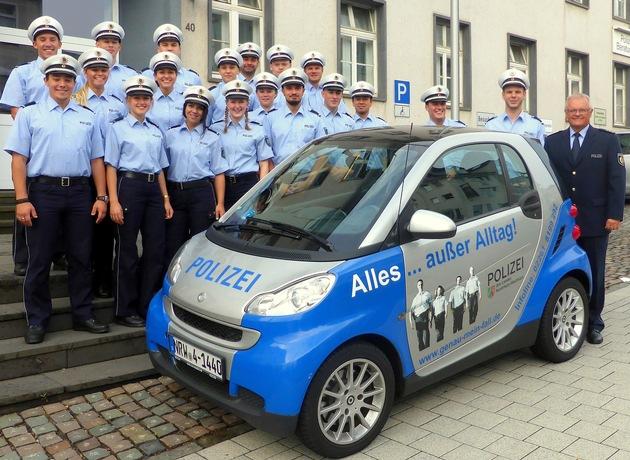 Zum Beginn ihres ersten Praktikums begrüßte Abteilungsleiter Ralf Schmidt 20 junge Studierende in der Kreispolizeibehörde Oberbergischer Kreis