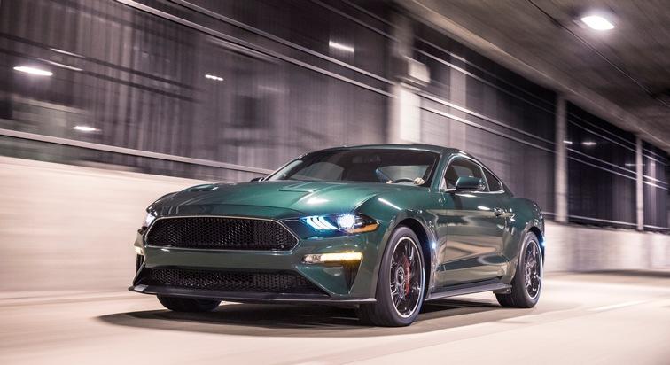 """Mustang Bullitt[TM]-Sondermodell, neues Sport-SUV Ford Edge ST und Ranger. Ford feiert auf der diesjährigen North American International Auto Show (NAIAS) in Detroit drei Weltpremieren. Eine davon ist das Debüt der limitierten Sonderedition Mustang Bullitt[TM] zum 50. Jubiläum des gleichnamigen Hollywood-Klassikers. Mit dem neuen Mustang Bullitt[TM] stellt Ford bereits zum dritten Mal ein """"Bullitt""""-Sondermodell vor, das an den Oscar-prämierten Blockbuster mit Steve McQueen aus dem Jahre 1968 erinnert. Der neue Mustang Bullitt[TM] kommt im Sommer ausschließlich auf den nordamerikanischen Markt und wird von einem nach US-Norm 354 kW (475 PS) starken 5,0-Liter-Achtzylinder angetrieben. Weiterer Text über ots und www.presseportal.de/nr/6955 / Die Verwendung dieses Bildes ist für redaktionelle Zwecke honorarfrei. Veröffentlichung bitte unter Quellenangabe: """"obs/Ford-Werke GmbH"""""""