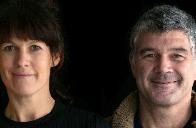 Kathrin Thüring und Tommy Wosch moderieren die neue radioeins-Satiresendung