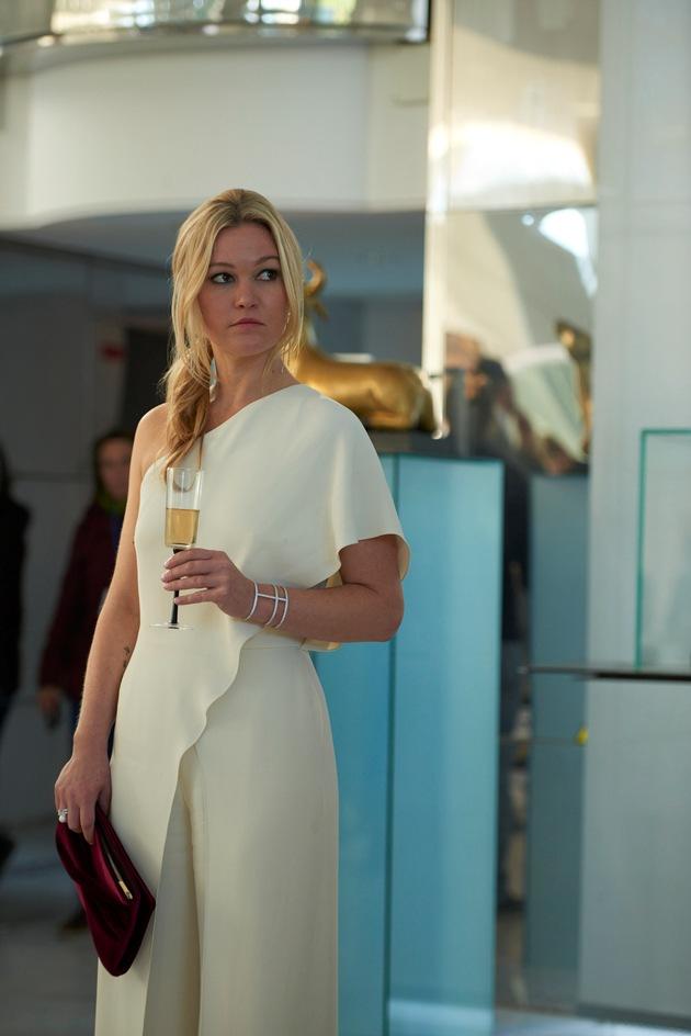 """Die Welt der Schönen und Reichen an der glamourösen """"Riviera"""": Sky Original Production startet im Juni exklusiv auf Sky. ..."""