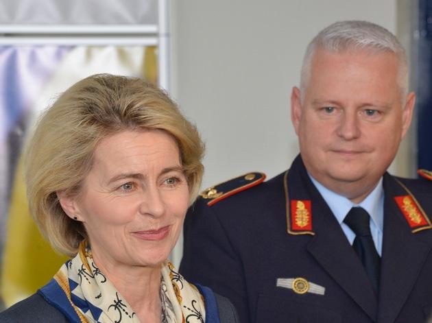 """Verteidigungsministerin besucht Logistikzentrum der Bundeswehr in Wilhelmshaven/ """"In Wilhelmshaven hat die Bundeswehr eine Heimat und einen Standort mit Zukunft gefunden!"""""""