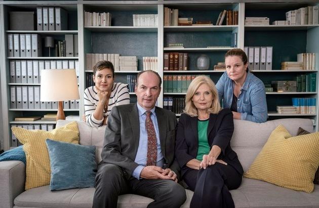 """Das Erste / """"Die Kanzlei"""" ist zurück - Sabine Postel und Herbert Knaup sind mit elf neuen Folgen ab 6. November 2018, dienstags um 20:15 Uhr im Ersten zu sehen"""