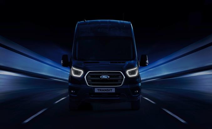 """Ford präsentiert auf der IAA Nutzfahrzeuge in Hannover (Halle 13, C74) einen attraktiven Querschnitt durch seine komplette Modellfamilie - bestehend aus den vier Baureihen Courier, Connect, Custom und Transit. Einer der Schwerpunkte ist dabei das Thema elektrifizierte Antriebe. Ins Scheinwerferlicht rückt somit unter anderem der modernisierte Ford Transit (Bild), der im Zwei-Tonnen-Nutzlastbereich angesiedelt ist und in Hannover Weltpremiere feiert. Der Ford Transit wird als erstes Fahrzeug seines Segments mit einem 48 Volt-Mild-Hybrid-Antrieb (mHEV) zu den Kunden rollen. Weiterer Text über ots und www.presseportal.de/nr/6955 / Die Verwendung dieses Bildes ist für redaktionelle Zwecke honorarfrei. Veröffentlichung bitte unter Quellenangabe: """"obs/Ford-Werke GmbH"""""""
