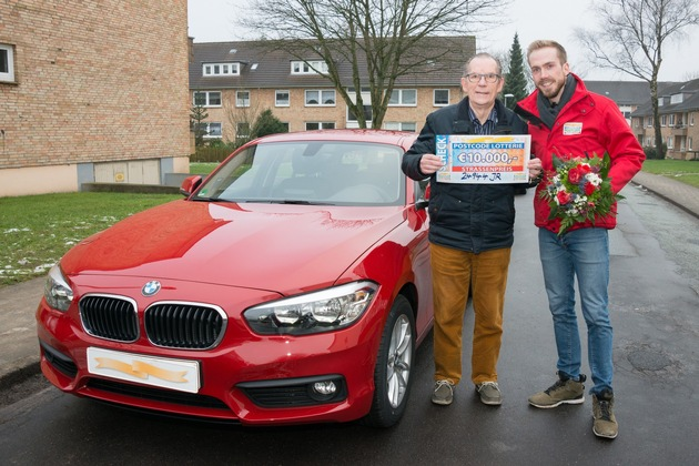 10.000 Euro und ein neuer 1er BMW - Fred im Freudentaumel. Foto: Postcode Lotterie/Wolfgang Wedel