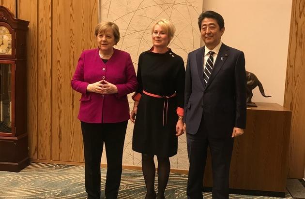 Japanreise der Bundeskanzlerin mit deutscher Wirtschaftsdelegation / Unternehmerin Julia Schnitzler vertritt deutschen Mittelstand beim Deutsch-Japanischen Dialogforum in Tokio