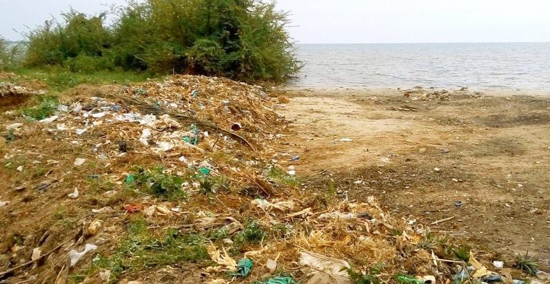 Abfälle am Tanganjikasee in Bujumbura