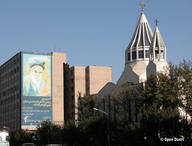 Christen im Iran sind im Visier der religiösen Führer und Regierungsbehörden: Überwachung, Verhaftungen und hohe ...