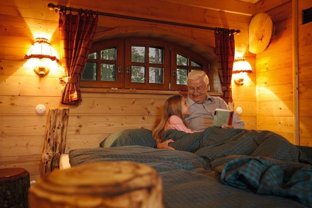Im Inneren bieten die Baumhäuser behaglichen Wohnkomfort, inklusive Fußbodenheizung