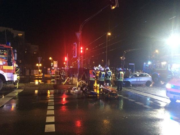 FW-EN: Schwere Verkehrsunfall mit mehreren Verletzten