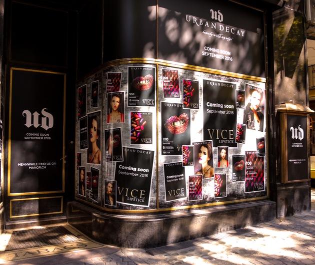 """Der Urban Decay Pop-up-Store am Saint-François bietet Beauty-Junkies und Make-up-Profis ein einzigartiges Shoppingerlebnis in einem ungewöhnlichen Raum. Weiterer Text über ots und www.presseportal.ch/de/nr/100051682 / Die Verwendung dieses Bildes ist für redaktionelle Zwecke honorarfrei. Veröffentlichung bitte unter Quellenangabe: """"obs/L'Oréal Suisse SA/Serge-Alain Simasotchi"""""""