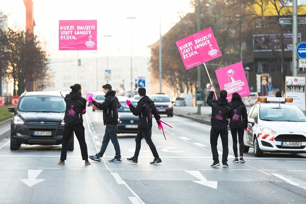 In den Regionen Stuttgart, München und Frankfurt organisiert Baustolz Guerilla-Demos, um auf den angespannten Wohnungsmarkt aufmerksam zu machen. Quelle: BAUSTOLZ/Hanus