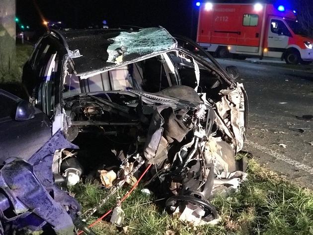 Feuerwehr Weeze: Schwerer Verkehrsunfall mit eingeklemmter Person