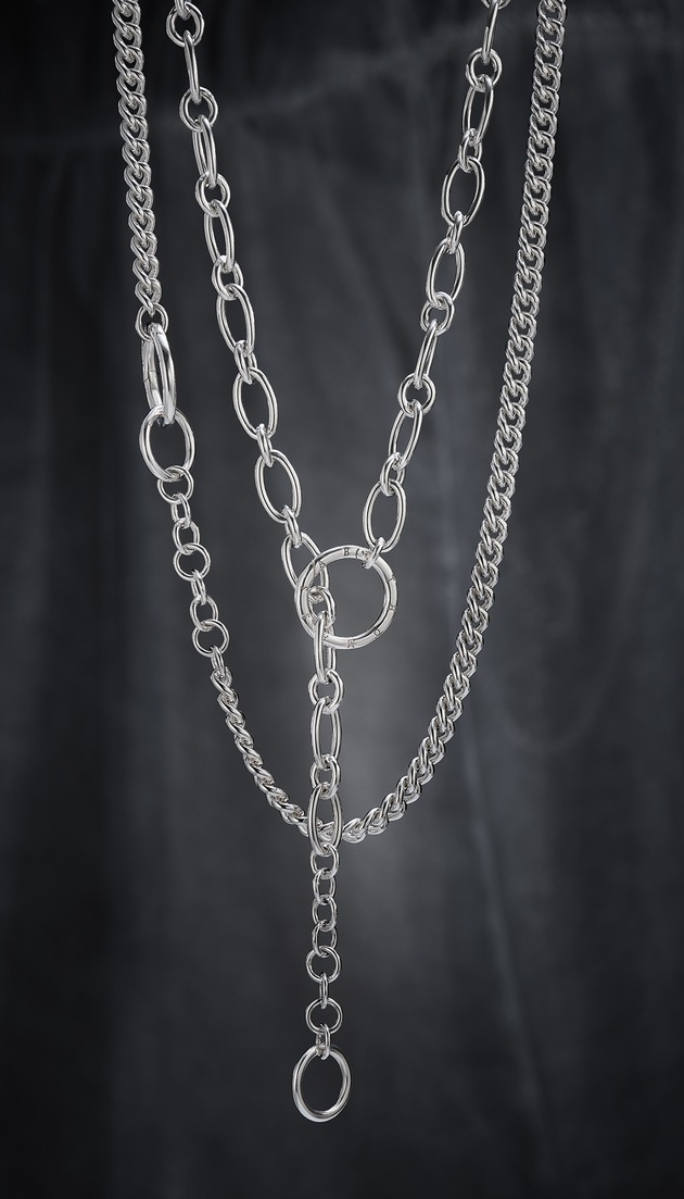 "Self-confident in design, the new THOMAS SABO Chains of the 2018 Autumn/Winter Collection are perfect for expressive statements. Unconventionally combined chain links highlight the personality of the wearer. Image for editorial use only. Please quote the source: ""obs/THOMAS SABO GmbH & Co.KG"""