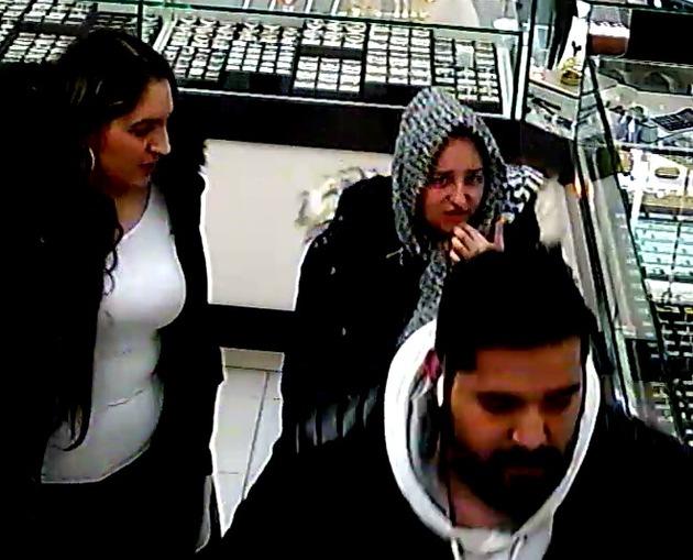 POL-DU: Hamborn: Diebe gehen mit gestohlener EC-Karte einkaufen - Wer kennt die Personen auf dem Foto?