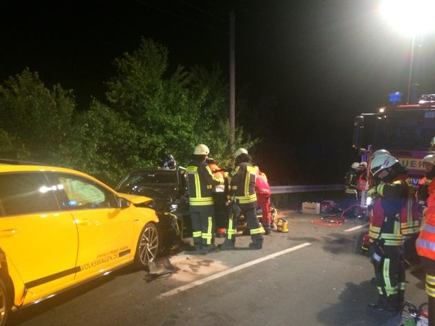 FW-EN: Verkehrsunfall mit mehreren verletzten Personen