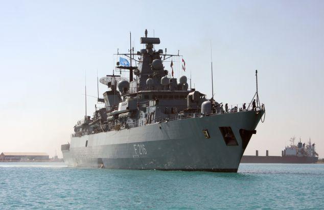"""Archivbild: Fregatte """"Schleswig Holstein"""" fährt in den Hafen von Limassol. Foto: Deutsche Marine."""
