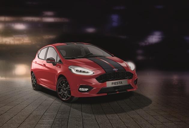 """Ford erweitert die vielseitige Fiesta-Baureihe ab sofort um zwei neue Varianten: den Ford Fiesta ST-Line """"Red"""" (Bild) und den Ford Fiesta ST-Line """"Black"""". Die beiden Sondermodelle basieren auf der sportlichen Ausstattungsversion ST-Line, die im bisherigen Jahresverlauf für fast jeden fünften Ford Fiesta-Verkauf in Deutschland steht. Innen wie außen unterstreichen markante Details das von Ford Performance inspirierte, dynamische Styling. Weiterer Text über ots und www.presseportal.de/nr/6955 / Die Verwendung dieses Bildes ist für redaktionelle Zwecke honorarfrei. Veröffentlichung bitte unter Quellenangabe: """"obs/Ford-Werke GmbH"""""""