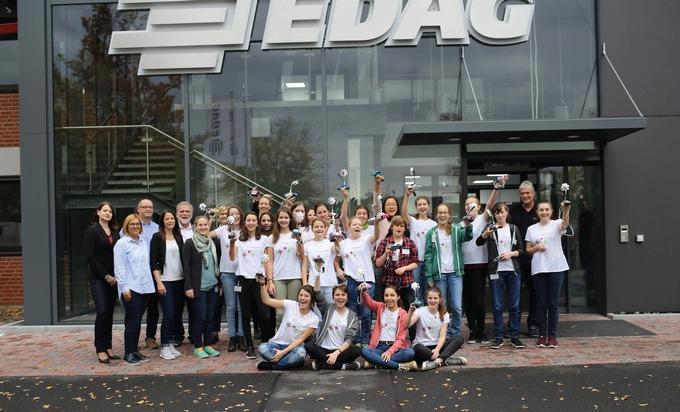 Die Teilnehmerinnen des MINT Girls Camp 2017 bei EDAG in Fulda