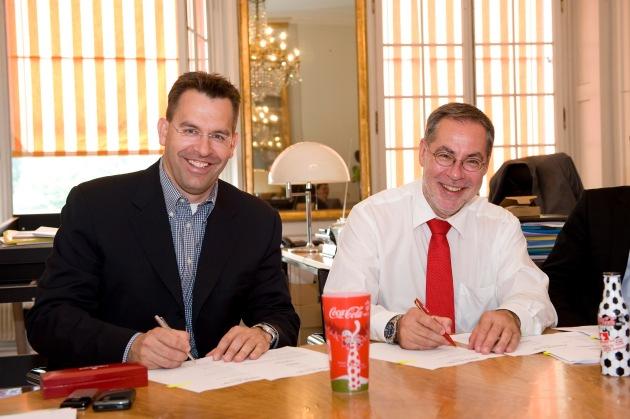 Vertragsunterzeichnung zwischen der Stadt Bern und Coca-Cola zur Aktivierung der Fanzone