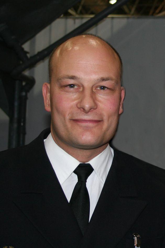 """Oberleutnant zur See Jens Höner auf der internationalen Bootsausstellung in Düsseldorf """"boot 2005""""   Foto: Deutsche Marine"""