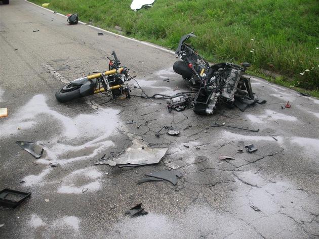 Auseinander gerissenes Motorrad