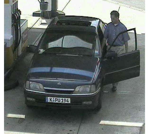 Tankvorgang am 25.06.2003 in Rüsselsheim.