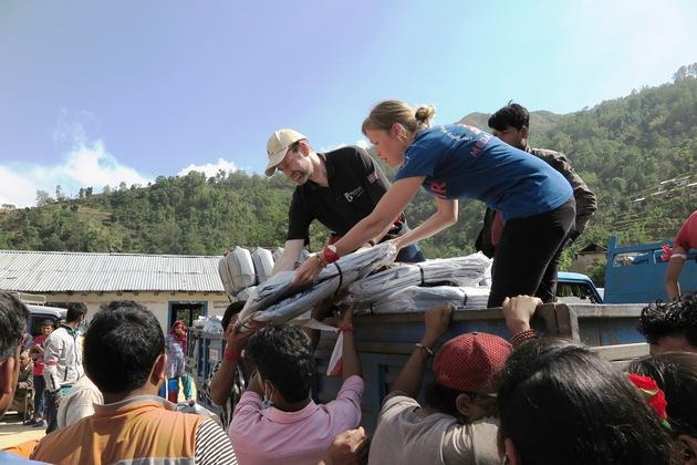 Erdbeben in Nepal: Mehr als 4000 Menschen in entlegenen Gemeinschaften erhielten Nothilfe von der Hilfsorganisation Medair