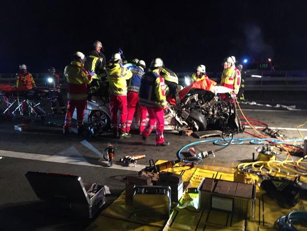 FW-DO: Verkehrsunfall mit eingeklemmter Person auf der BAB 2