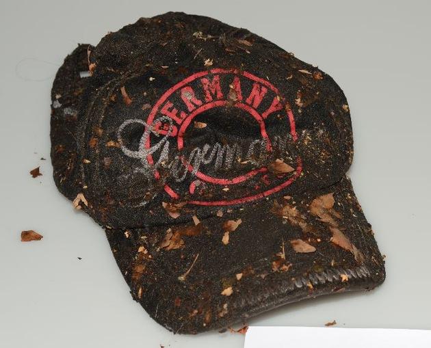 Wem kommt diese Kappe bekannt vor? Hinweise an die Polizei unter 0228/15-0.
