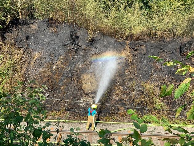 FW Ratingen: Waldbrand im Angertal (Bilder von der Einsatzstelle)