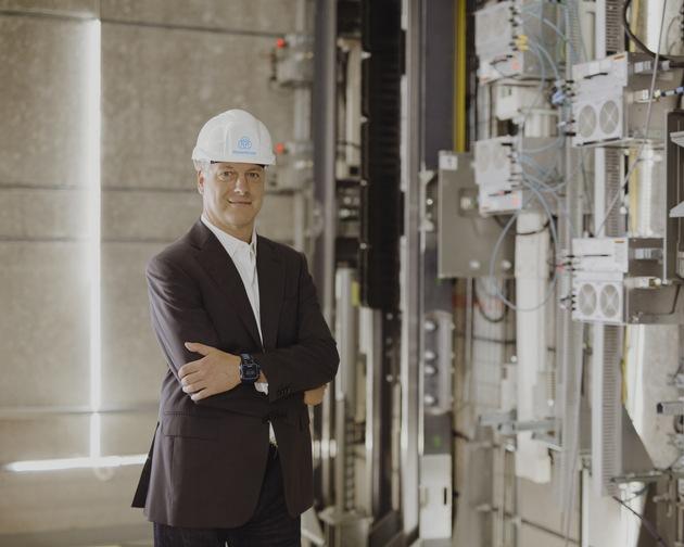 """Andreas Schierenbeck, CEO at thyssenkrupp Elevator. Weiterer Text über ots und www.presseportal.de/nr/113002 / Die Verwendung dieses Bildes ist für redaktionelle Zwecke honorarfrei. Veröffentlichung bitte unter Quellenangabe: """"obs/thyssenkrupp elevator AG/Thomas Pirot.www.thomaspirot.de"""""""