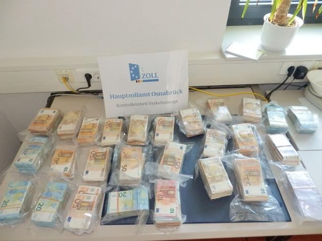 Insgesamt rund 770.000 Euro stellten die Beamten fest.  Bild: Zoll