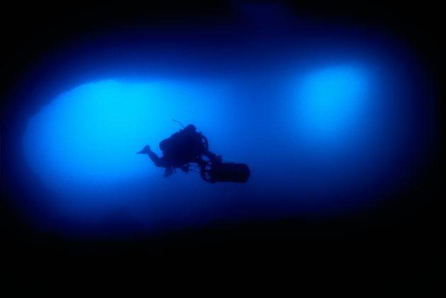 """Jens Höner beim Tauchen im unterirdischen Süßwasserfluß """"Moraig"""" 2007   Foto: Andreas Hilsenbeck, Deutsche Marine"""