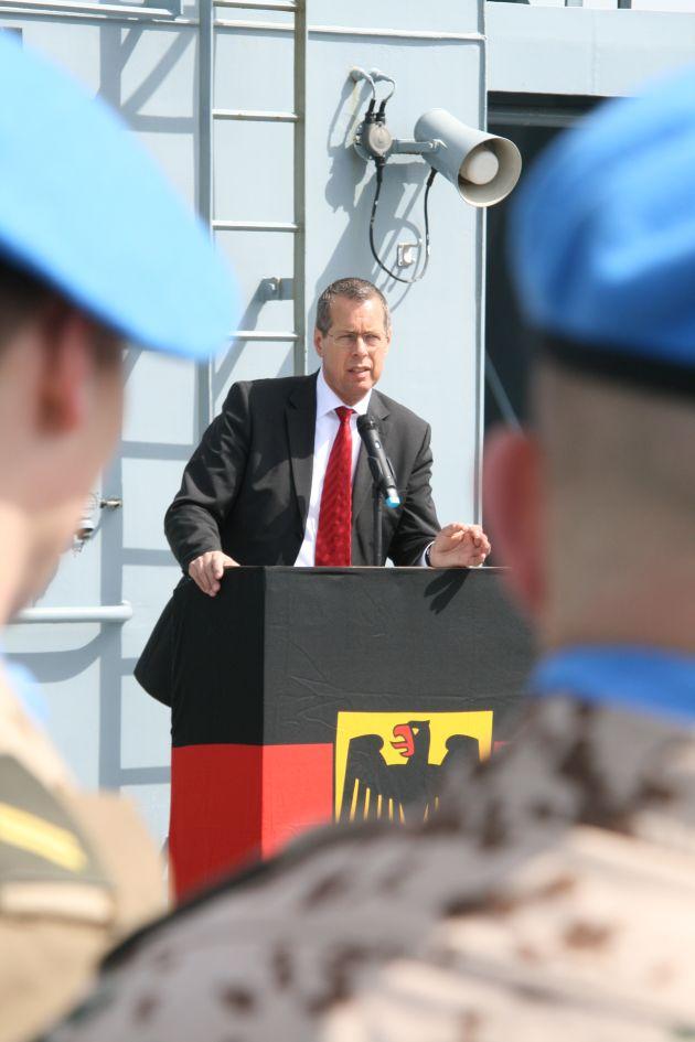 Deutsche Marine - Pressemeldung: Interview mit dem Wehrbeauftragten des Bundestages - Reinhold Robbe besuchte Marine-UN-Solaten auf Zypern