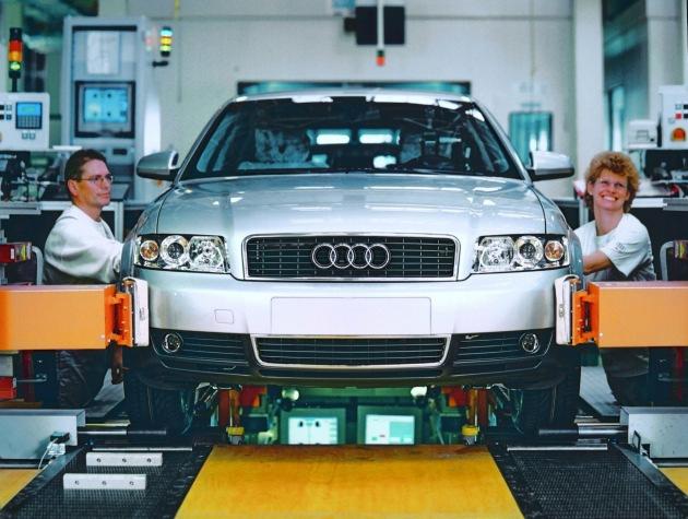 Hauptversammlung der Audi AG in Ingolstadt: Audi wächst gegen den Trend. Trotz überwiegend rückläufige Gesamtmärkte steigert Audi im 1. Halbjahr 2001 seine Auslieferungen um mehr als 6 Prozent.